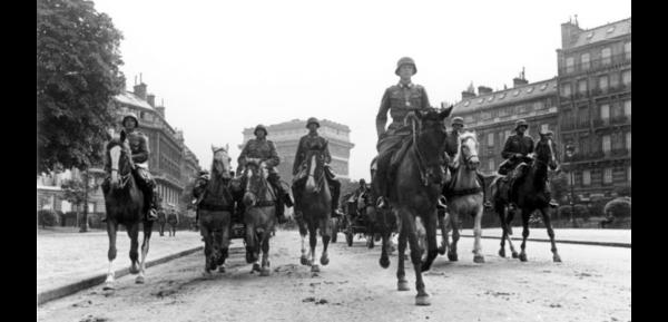 Niemcy w Paryżu 1940 r.