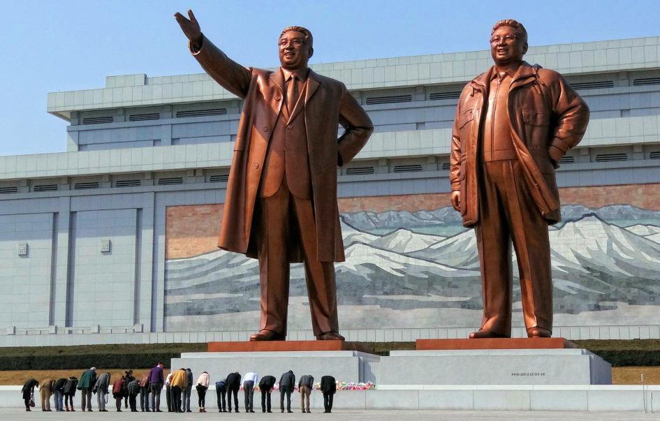 Kim Ir Sen i Kim Dzong Il, na podst.: By Bjørn Christian Tørrissen - Own work by uploader, http://bjornfree.com/kim/, CC BY-SA 3.0, https://commons.wikimedia.org/w/index.php?curid=32400550