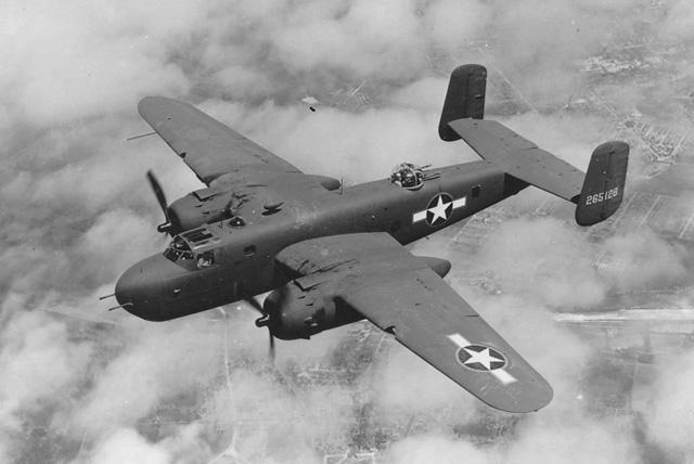 B-25 Mitchell, Domena publiczna, https://commons.wikimedia.org/w/index.php?curid=362271